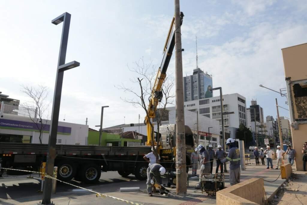 No dia 6, postes começaram a ser retirados da área central (Foto: Arquivo)