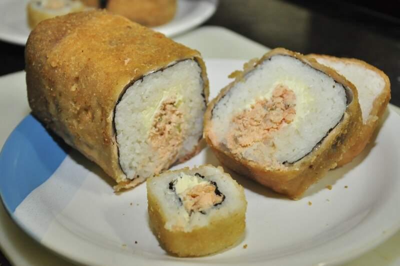 Sushi mais parece um rocambole. (Foto: João Garrigó)