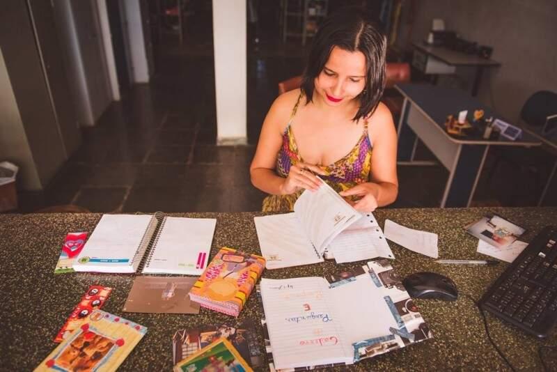 Arumi encontrou a si mesma na caixinha do passado e resolveu ressuscitar ideia do caderno de perguntas.