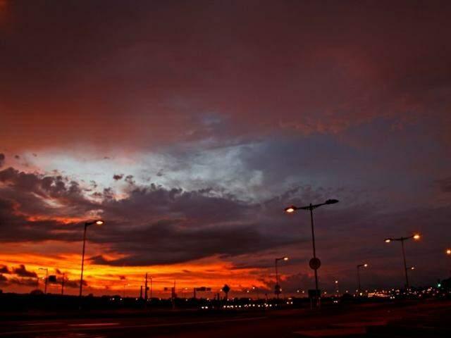 Amanhecer deste sábado em Campo Grande (Foto: Marcos Ermínio)