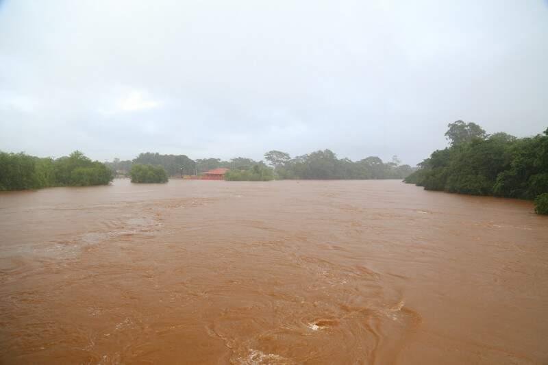A Embrapa Pantanal emitiu o primeiro alerta de nível do rio Paraguai e chuvas acima da média em Mato Grosso do Sul o que pode influenciar em cheias em Ladário, Bela Vista, Porto Murtinho e Forte Coimbra. (Foto: Fernando Antunes)
