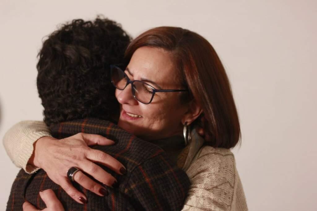 Alegria de Eva é ver o filho voltar para casa, nem que seja por alguns minutos. (Foto: Danilo Custódio)