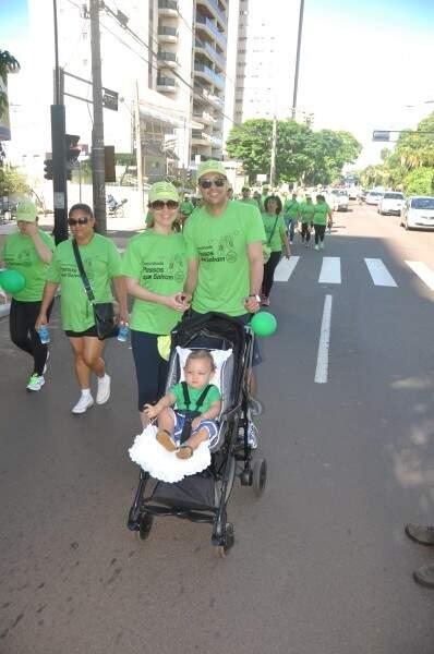 Casal de médicos e filho também aderiram a campanha vestindo verde, como os demais participantes (Foto: Marcelo Calazans)