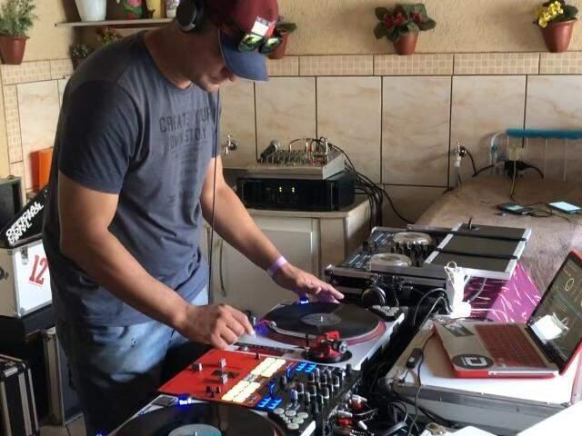 No Cohafama, DJs do flashback mantém a amizade na base do som e carreteiro