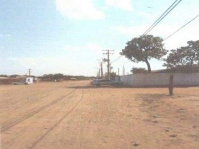 Fiação de energia existe em parte da comunidade formada em área que foi da Homex, no Jardim Centro Oeste. (Foto: Reprodução de laudo pericial)
