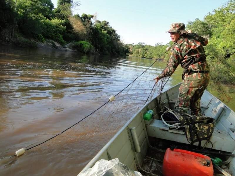 Valor da multa dobra para quem está pescando em local proibido pela segunda vez (Foto: Divulgação/PMA)
