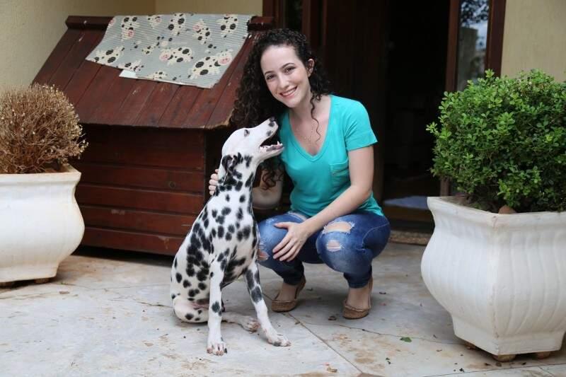 Que fofura ! Camilla conta que é a preferida do Tupi, na família. (Foto: Adriano Fernandes)