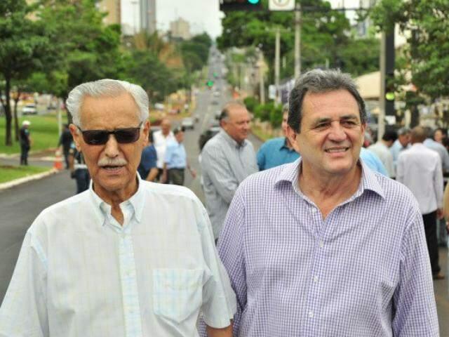 Moka, ao lado do ex-governador Wilson Martins, durante da inauguração do recapeamento da avenida Afonso Pena, em 2011. (foto: João Garrigó).