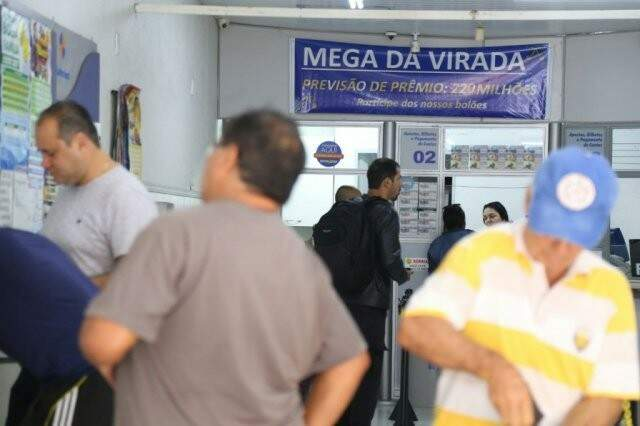 Mega da Virada atraiu apostadores até o último instante em todo o país; prêmio superou os R$ 306 milhões. (Foto: Marcos Ermínio)