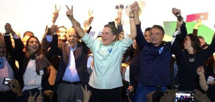 Álvaro Dias (de camisa azul marinho), candidato a presidente da República pelo Podemos (Foto: Podemos/Divulgação)