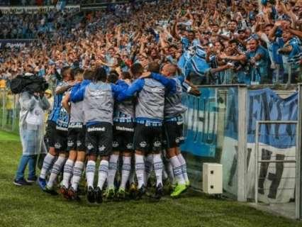 Grêmio derrota Internacional por 1 a 0 e confirma primeiro lugar