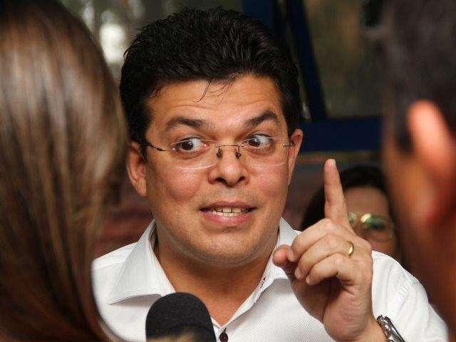 """Juiz multa Olarte em R$ 100 mil por """"inchar"""" prefeitura com comissionados"""