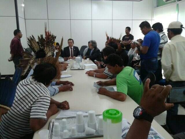 Lideranças indígenas de MS se reuniram ontem com o ministro da Saúde e pediram recondução de coordenador. (Foto: Divulgação)