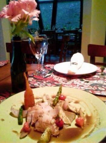 Filé mignon suíno grelhado com especiarias. Acompanha purê de berinjela e legumes glaceados. (Foto: Divulgação)