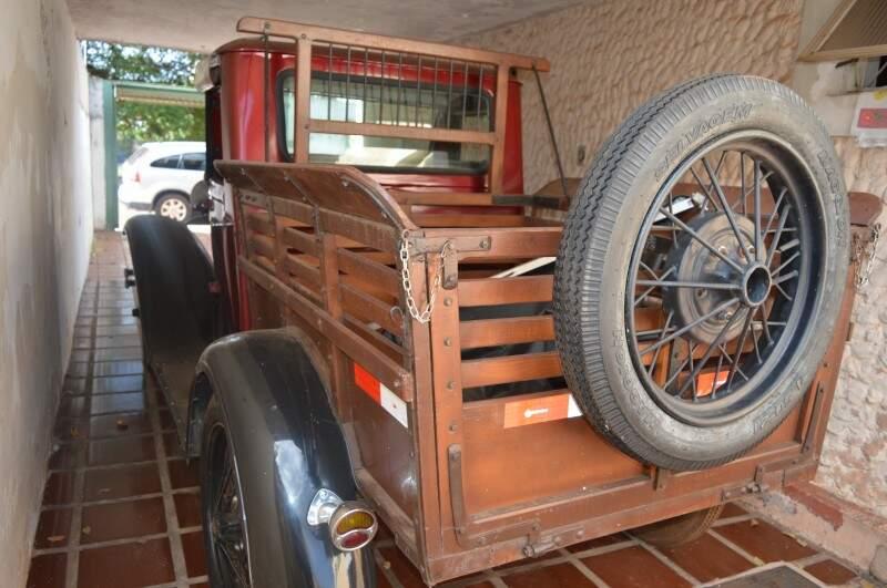 O carro já serviu para o transporte de noivas e até de um caixão para o cemitério.