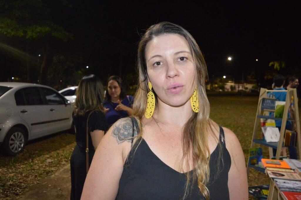 A delegada, Deborah Mazzola organizou a feira (Foto: Alana Portela)