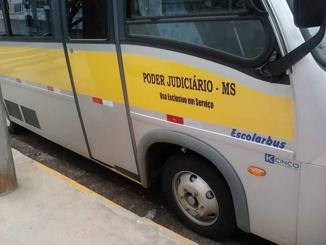 Coletivo é do poder judiciário de Mato Grosso do Sul.