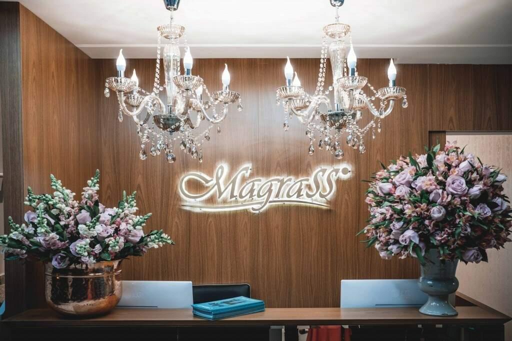 Prédio tem decoração elaborada, à altura dos clientes.