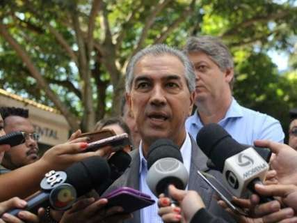 Reinaldo volta de reunião do PSDB sem decisão sobre apoio a Temer