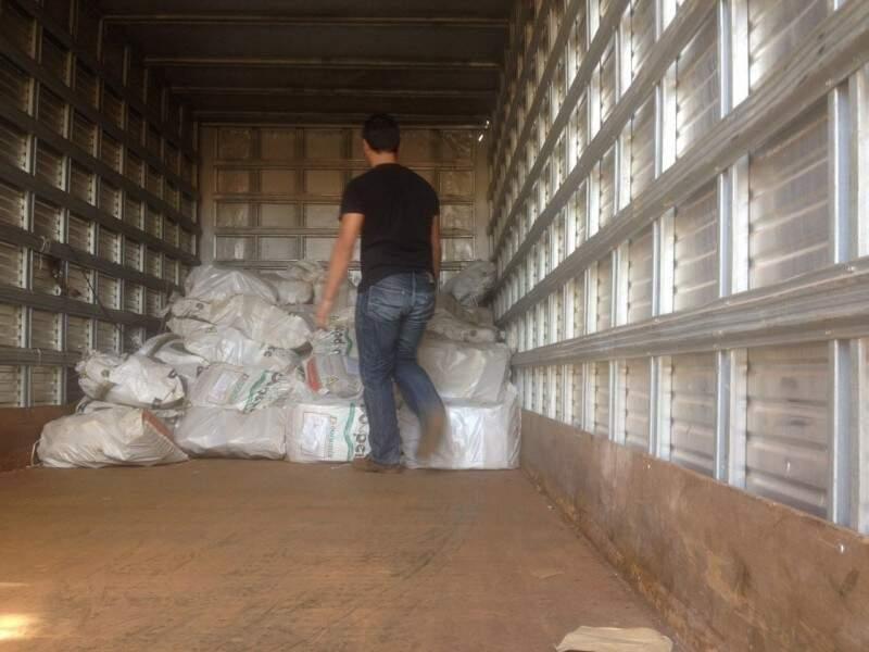 Drogas são carregadas em Dourados para incineração amanhã em Amambai (Foto: Divulgação)
