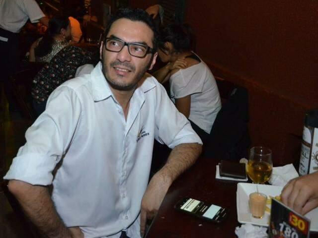 """Luiz disse que """"só o sertanejo"""" ficou para trás, hoje a cidade tem todos os estilos musicais. (Foto: Vanessa Tamires)"""