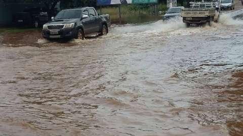 Rio Aquidauana sobe 20 centímetros e dificulta acesso à cidade pela ponte nova