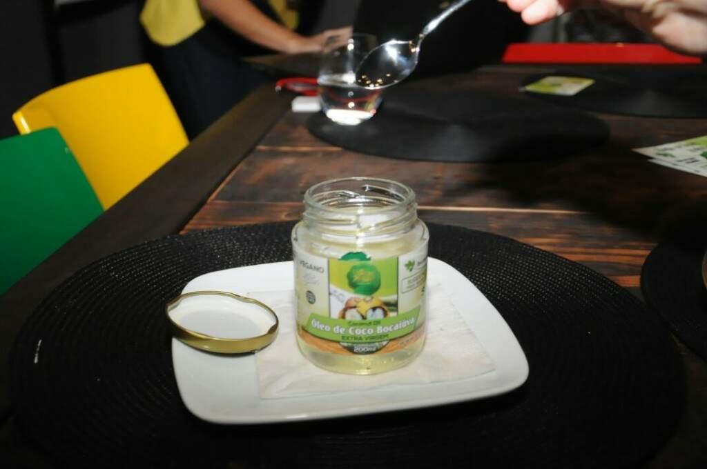 Oleo de coco de bocaiúva sai mais barato e alia os mesmo benefícios que do oleo de coco da Bahia. (Foto: Paulo Francis)