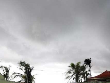 """Céu encoberto e muito trovão serão """"cenário"""" das tardes até quinta-feira"""