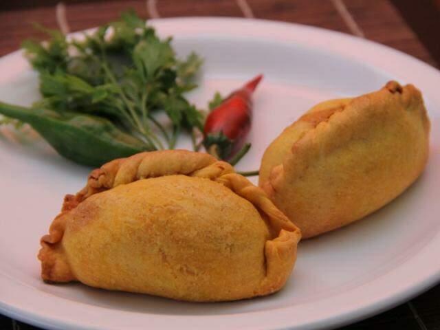 Receita é do tradicional pastel boliviano. (Foto: Marcos Ermínio)