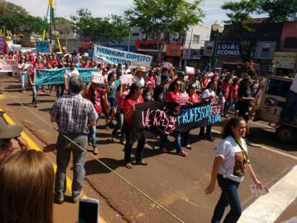 Com vaias e protesto, grevistas fecham desfile da Independência