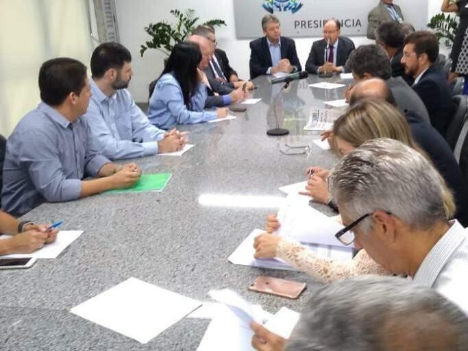 Reunião entre secretários e deputados estaduais na Assembleia Legislativa (Foto: Leonardo Rocha)