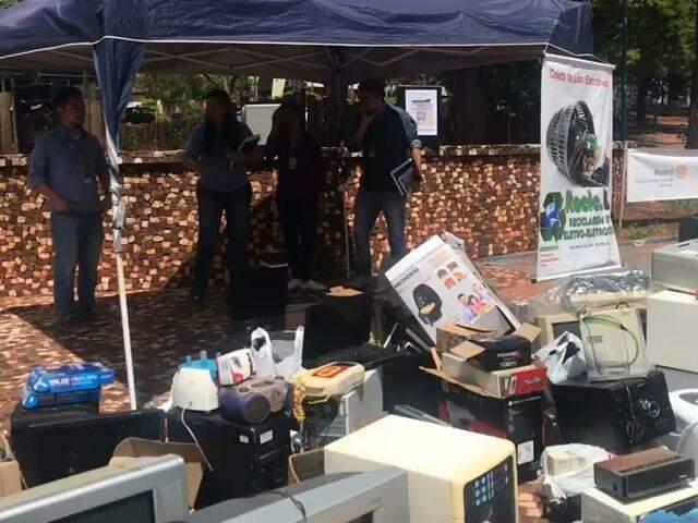 Tem lixo eletrônico em casa? Grupo faz coleta hoje na Praça das Araras