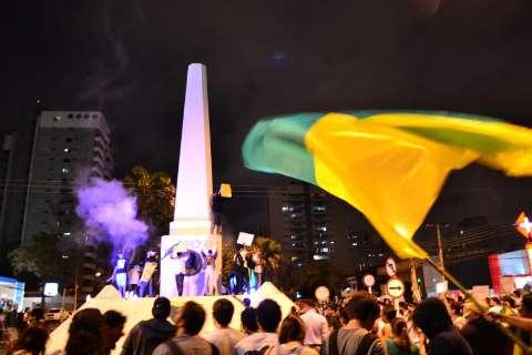 Manifestação tem 16 mil pessoas pelas ruas, divididas em 2 grupos