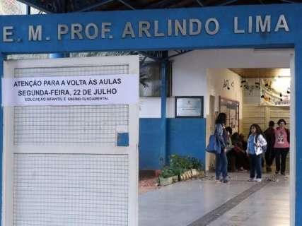 Seleção para assistente educacional inclusivo tem salário de R$ 1,9 mil