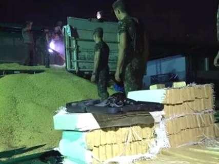 Exército apreende maconha e armas escondidos em carga de soja