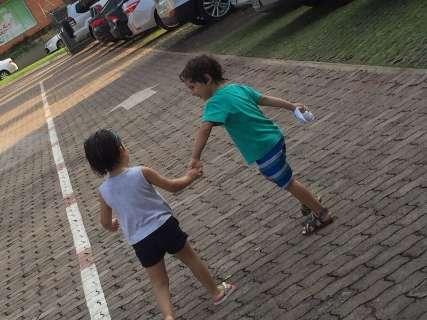Amigas de barriga, mães ganham como presente a amizade entre Stella e Enzo
