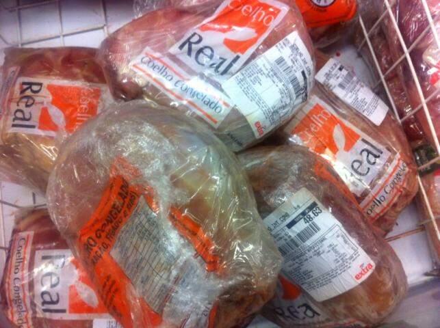 Coelhos congelados, por R$ 34,40 o quilo.
