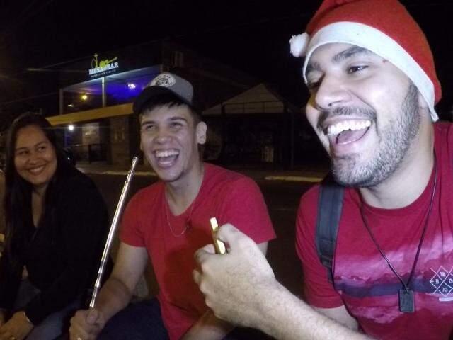 Sem saco para confraternização, ceia de Natal fica completa com after pelas ruas