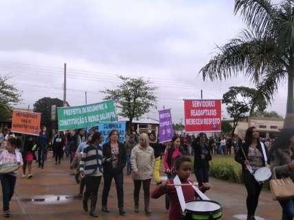 Professores iniciam greve por tempo indeterminado e 30 mil ficam sem aulas