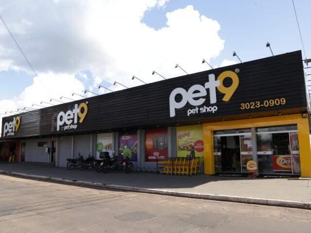 Pet shop gigante também já chegou aos bairros (Foto: Kisie Ainoã)