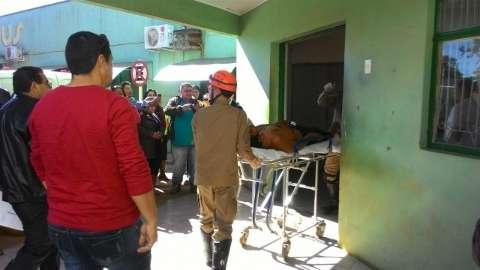 Agente de saúde morreu em confronto; índios mantêm policiais como reféns