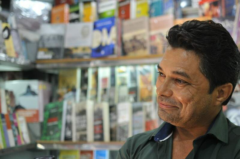 Judá, carioca e leitor apaixonado, banca é reflexo de quem trabalha com o que gosta. (Foto: Alcides Neto)