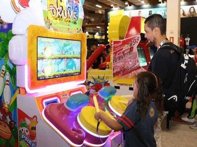 Máquinas de fliperamas para todos os gostos e estilos na maior feira de games do país.