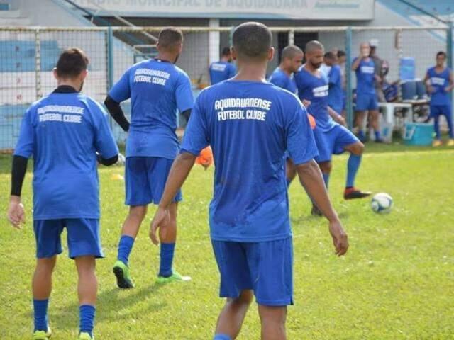 Jogadores do time durante treino. (Foto: Reprodução/Facebook)