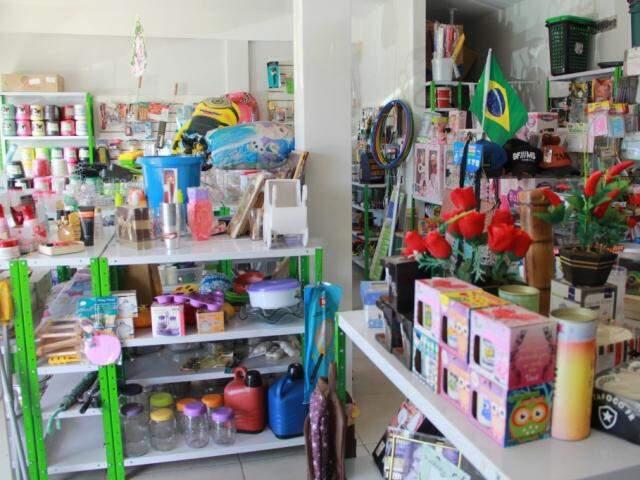Lojas vendem variedade de produtos.