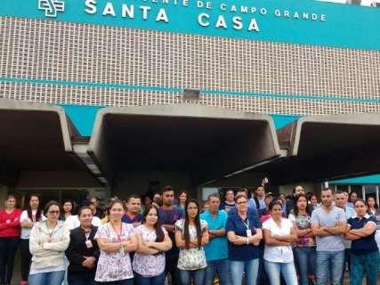 Após parar atendimento, funcionários da Santa Casa encerram protesto