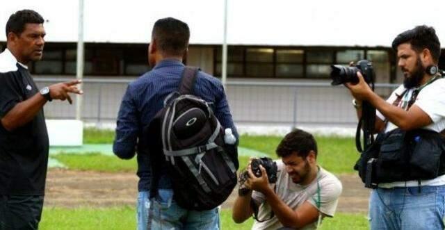 Equipe do Campo Grande News em dia de trabalho no Morenão. com captura para impresso e para a TV News.