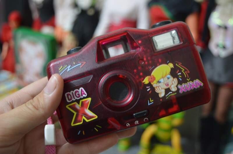 Máquina fotográfica por R$ 100,00.