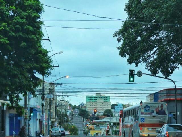 Manhã com céu parcialmente nublado em Campo Grande (Foto: André Bittar)