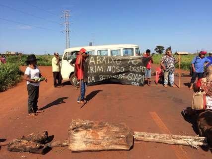 Índios bloqueiam anel viário em novo protesto contra ordem de despejo